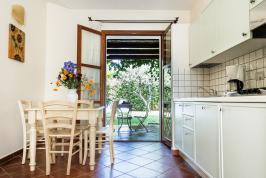 Kitchenette met openslaande deuren naar 't terras!