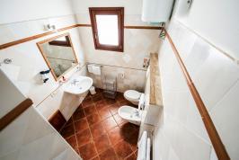 Nette, frisse badkamer bij deze appartementen.