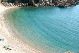 Het prachtige strand van Sardinië.