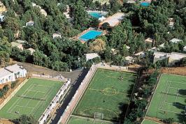 De tennisbanen bij de vakantiewoning Arbatax.