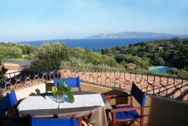 Terras met zeezicht bij Residence il Mirto.