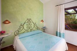 Mooie slaapkamer met tweepersoonsbed