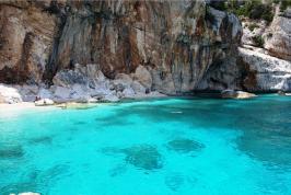 Het prachtige Cala Mariolu, Sardinië.